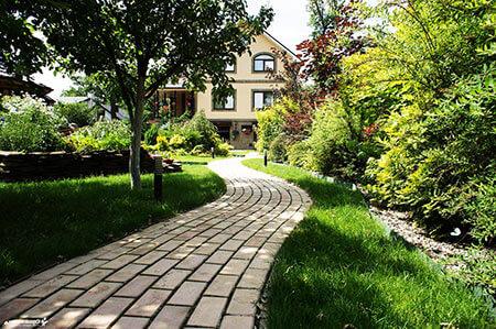 садовые дорожки из тротуарной плитки ФОТО