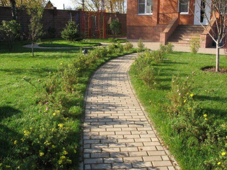 садовые дорожки из брусчатки ФОТО
