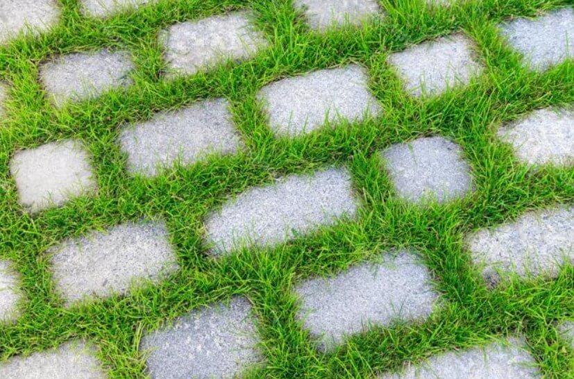 Укладка геотекстиля под тротуарную плитку ФОТО